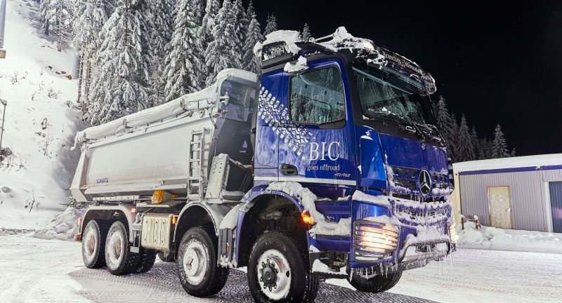 02 - 2021, Daimler Trucks, Daimler Global MediaSite, Trucks, Mercedes-Benz, MediaSite, Brands & Products, Special Topics, Moving mountains of snow for top-champion sports: Mercedes-Benz, Actros, 2021, Press Releases sorted by years