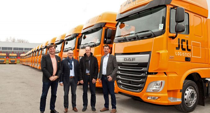 (v.l.) Björn Speer (Geschäftsführer DanubeTruck), Thomas Niederer (Managing Director JCL Logistics), Johan Doensen (International Fleet Sales Manager DAF Trucks N.V.) und Markus Monz (Filialleiter DanubeTruck Rankweil)